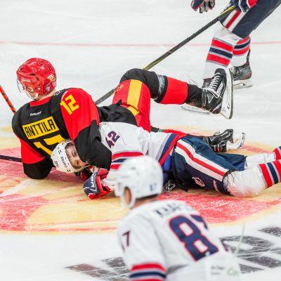 Jokerien Marko Anttila Neftehimikiä vastaan