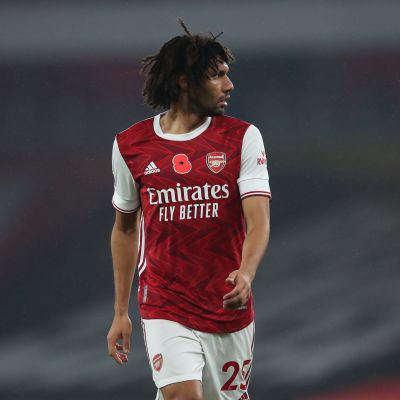 LONDON, ENGLAND - NOVEMBER 08: Mohamed Elneny of Arsenal during the Premier League match between Arsenal and Aston Villa at Emirates Stadium on November 8, 2020 in London, United Kingdom. Sporting stadiums around the UK remain under strict restrictions due to the Coronavirus Pandemic as Government social distancing laws prohibit fans inside venues resulting in games being played behind closed doors. (Photo by James Williamson - AMA/Getty Images)