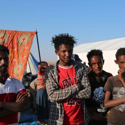 Etiopialaisia pakolaisia Sudanissa Hamdayetin rajakylässä. Maailman ruokaohjelman WFP:n välittämä kuva.