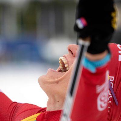 Aleksandr Bolshunov tuulettaa voittoa.