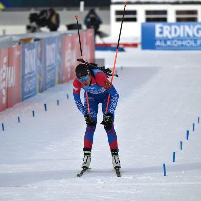 Venäjän Ulyana Kaysheva ylittää maaliviivan 24. tammikuutta Anterselvan viestissä.