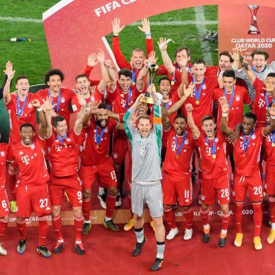 Manuel Neuer on tottunut nostelemaan kannuja Bayernille