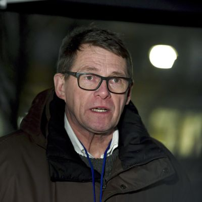 Valtiovarainministeri Matti Vanhanen saapui hallituksen neuvotteluun Säätytalolle Helsingissä 13. tammikuuta