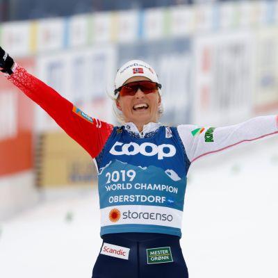 Therese Johaug oli aivan omaa luokkaansa naisten yhdistelmäkilpailussa. MM-kulta oli hänelle jo viides peräkkäinen henkilökohtaisilla matkoilla.