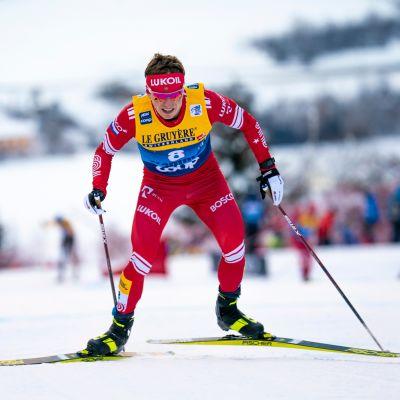 Denis Spitsov hiihtää.