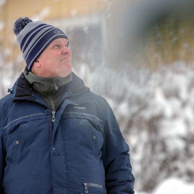 Jarmo Korhonen kadulla Seinäjoella.
