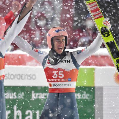 Itävaltalaiset nostivat tasoaan kauden aiempiin kisoihin nähden Oberstdorfin MM-kisoissa. Lajiyhteisössä pohditaan nyt, oliko hyppypukujen materiaalilla osuutta asiaan.