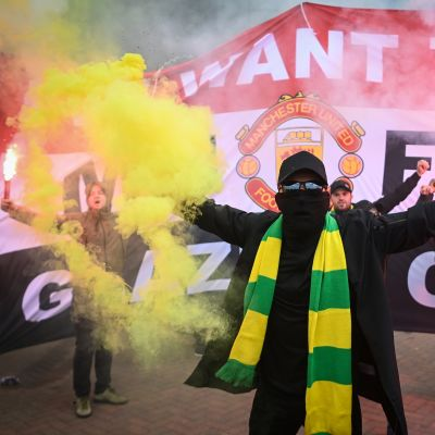 Manchester Unitedin fanit osoittivat mieltään Old Traffordin edustalla.