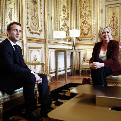 Edellisten ja tulevien presidentinvaalien todennäköinen vastapari Emmanuel Macron ja Marine Le Pen tapasivat Élysée-palatsissa 2019.