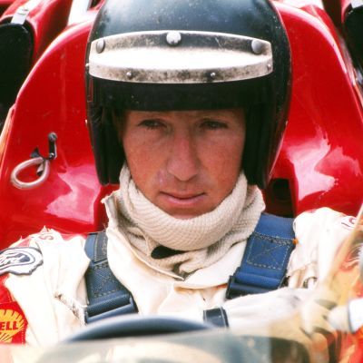 Jochen Rindt istuu F1-autossa.