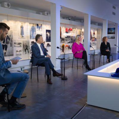 Ylen puheenjohtajatentti käytiin keskivikkona Urheilumuseossa. Kuvassa vasemmalta oikealle toimittaja Manu Myllyaho, Ilkka Kanerva, Sari Multala, Susanna Rahkamo ja Jan Vapaavuori