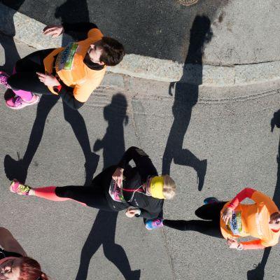 Helsinki City Runin juoksijoita kuvassa