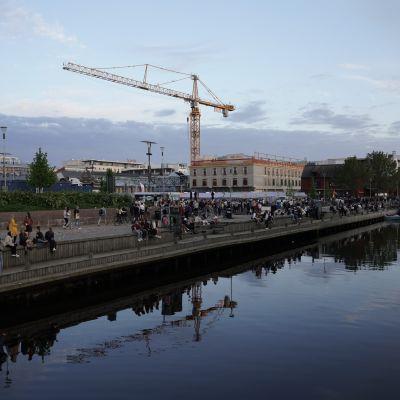 Oulun torinrantaa koulujen päätösviikonloppuna.
