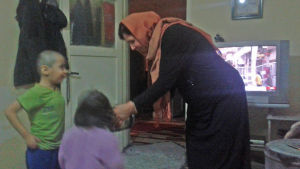 Familjen alMohammadi, åtta personer, bor i en liten lägenhet.