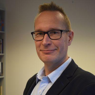 Eduskuntatutkimuksen keskuksen puheenjohtaja Markku Jokisipilä.