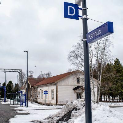 Kannuksen rautatieasema ja ratapihaa.