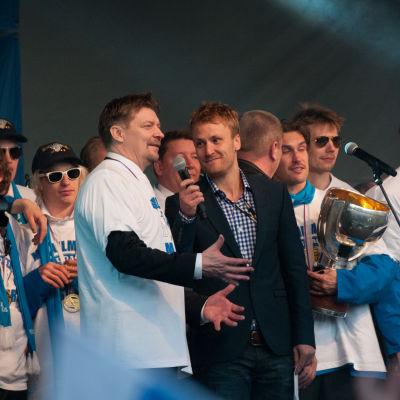 Suomen voitonjuhlat Kauppatorilla vuoden 2011 jääkiekon maailmanmestaruuden jälkeen