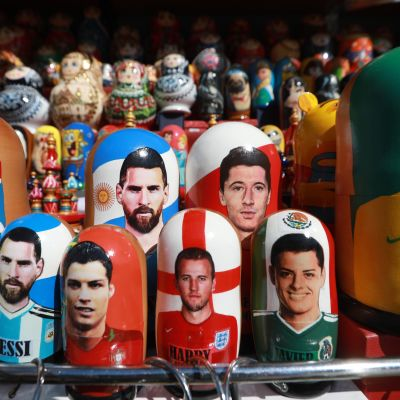 Aron Gunnarsson, Lionel Messi, Cristiano Ronaldo, Harry Kane, Robert Lewandowski, Javier Hernandez, and Neymar