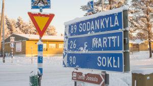 Tienviittoja Savukosken kunnan keskustassa