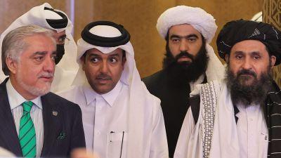 En bild på afghanska fredsförhandlaren Abdullah och hans talibanska motparter.