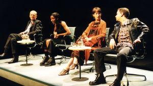 Scen ur uppsättningen av Sarah Kanes Crave 1998. Alan Williams, Ingrid Craigie, Sharon Duncan-Brewster och Paul Thomas Hickey.