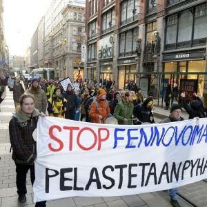 En demonstration mot kärnkraftsprojektet i Pyhäjoki hölls i Helsingfors den 11 mars.