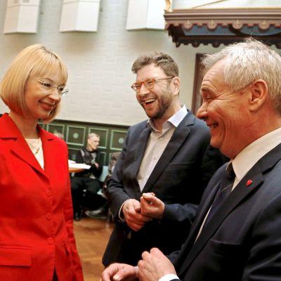 SDP:s ordförandekandidater Tytti Tuppurainen, Timo Harakka och Antti Rinne i Tammerfors den 18 januari 2017.