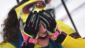 Hanna Öberg i målområdet.