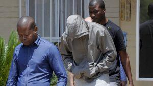 Oscar Pistorius vid polisstationen i Pretoria