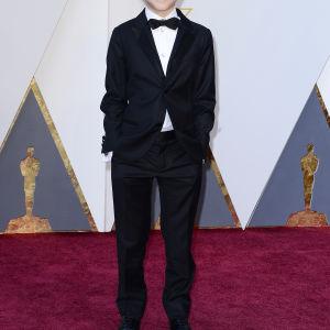 9-åriga Jacob Trembley var med och delade ut Oscarsstayetter