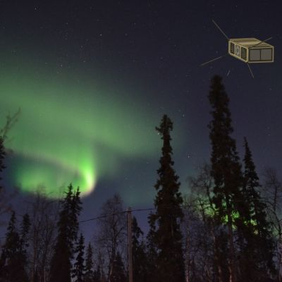 Revontulia pimeällä taivaalla, hahmotekuva satelliitista, joka leijuu ilmassa