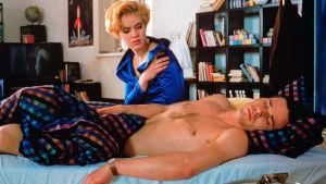 Tiina Lymi ja Nicke Lignell elokuvassa Akvaariorakkaus.