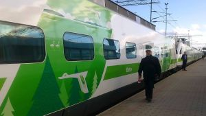 tåg vid perrong