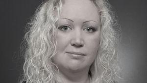 Porträtt av Jessica Rosenholm, professor i farmaci vid Åbo Akademi.