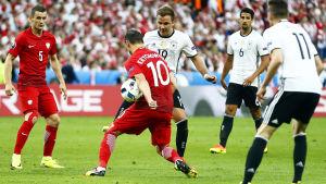 Tätt mellan Tyskland och Polen på Stade de France.