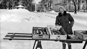Fiskhandlare på Lovisa torg 1960-talet.