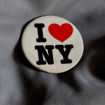 I Love NY -logo rintamerkissä.