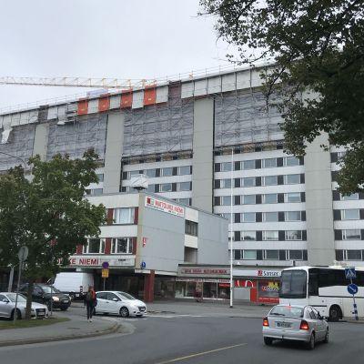 Keskuskartano Porissa remontissa, syyskuu, talo paloi toukokuussa 2019.