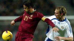 Nuno Gomes och Sami Hyypiä.