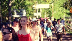 Trots seg biljettförsäljning strömmar publiken in genom portarna till Provinssirock 2012