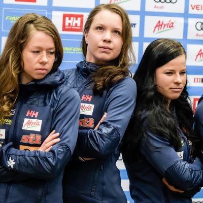Finlands damer har vunnit flera stafettmedaljer vid stora mästerskap. Här poserar laget inför VM-stafetten i Lahtis.