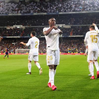 Vinícius Júnior firar 1-0-målet.