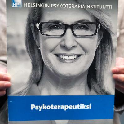 Helsingin psykoterapiainstituutin esitteen kansi