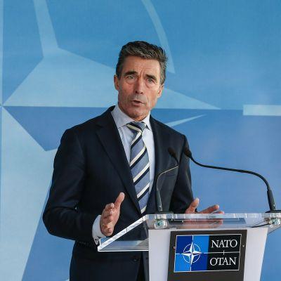 Natos generalsekreterare Ander Fogh Rasmussen fördömer Ryssland för agerandet i Ukraina