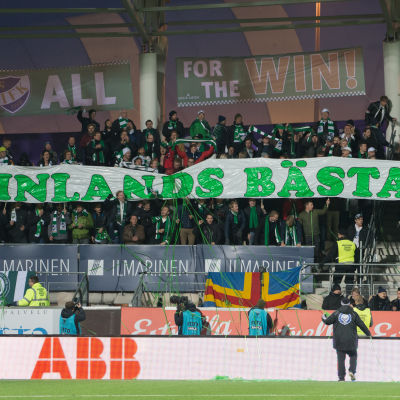 Publik på IFK Mariehamns match.