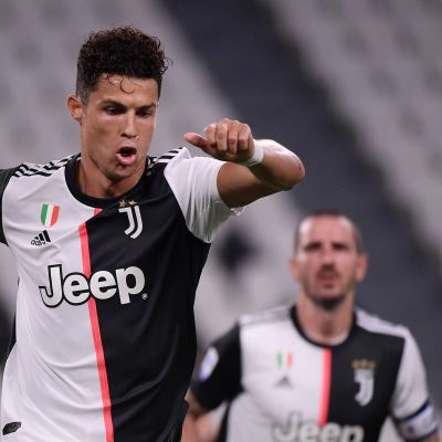 Cristiano Ronaldo juhlii rankkarimaalia.