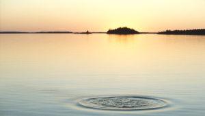 Auringonlasku Saaristomerellä.