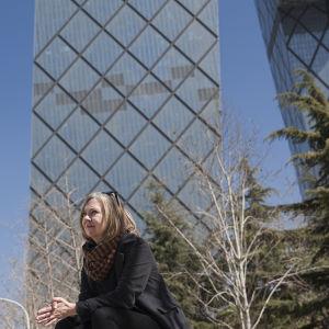 Anu Leinonen ja CCTV:n päämaja