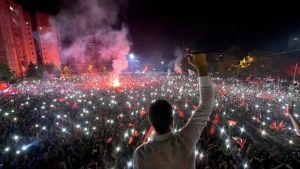 Istanbuls nyvalde borgmästare Ekrem İmamoğlu talade till tiotusentals anhängare då hans seger var klar.