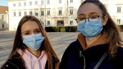 Viktorija Sorkina och hennes syster.